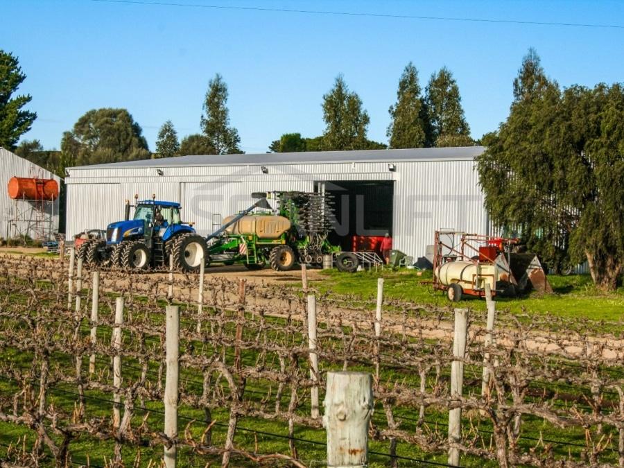 vineyard2 - Vineyard Workshop / Maintenance Shed